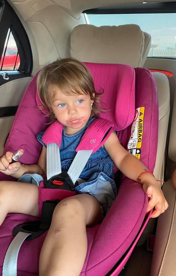 Fetița Elenei Udrea are de pe acum îndeletniciri de domnișoară! Cum a surprins-o mama ei! |Foto