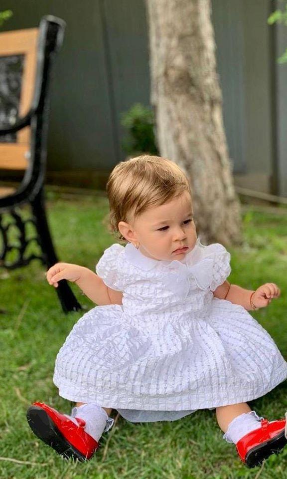 Sandra Stoicescu, aniversare în familie! Fiica prezentatoarei a împlinit un an! Cât de frumoasă este micuța Sara! | Foto