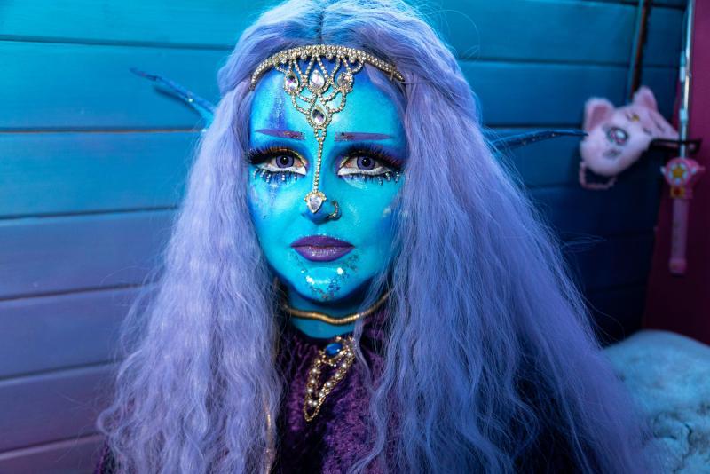 """Și-a pus coarne și vrea să își injecteze pielea cu vopsea albastră, ca să se simtă normală: """"Vreau să devin un extraterestru"""""""