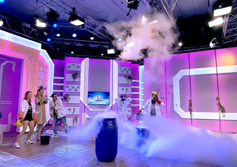"""Un nor gigant a apărut în platoul emisiunii Neatza, în direct! Răzvan Simion a trăit momente de panică: """"Vorbiți între voi"""""""