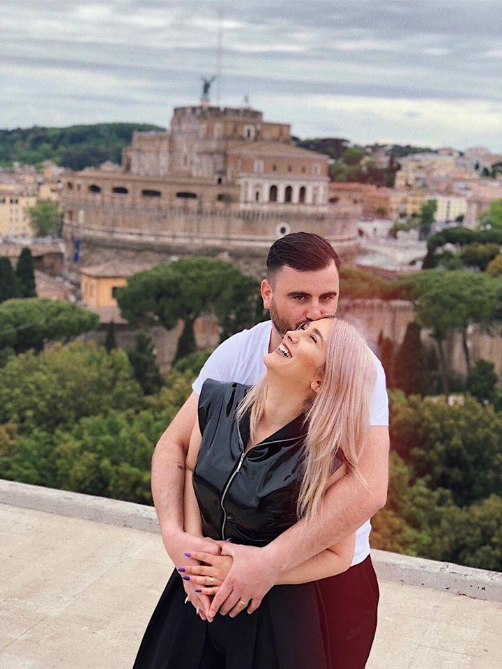 """FOTO   Cătălin Rizea își sărbătorește ziua de naștere alături de Adda. """"Macar de ziua lui să nu-l bați!"""". Ce i-a transmis soția la ceas aniversar"""