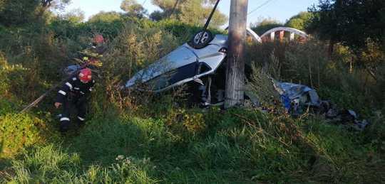 Tragedie în Harghita! Avea doar 28 de ani a murit strivit în mașina făcută zob. Motorul, găsit la 30 de metri de locul accidentului