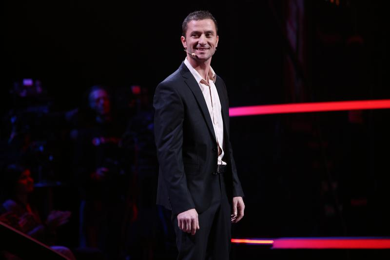 """A dansat, s-a distrat, apoi a plecat așa cum a venit, singur! Gabi nu și-a întâlnit perechea la """"Rămân cu tine""""!"""