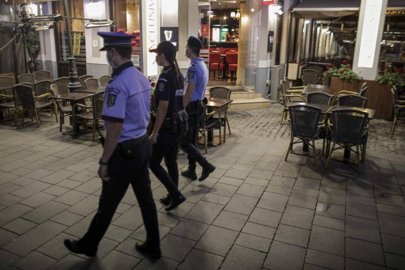 Cum a arătat Centrul Vechi din Capitală, în prima seară în care terasele s-au închis la ora 23. Polițiștii au împânzit zonele de distacție din București