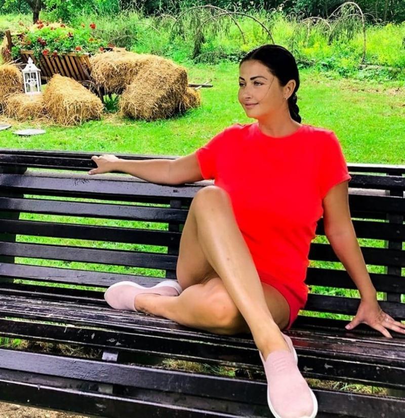 Cum arată Gabriela Cristea la prima oră a dimineții! E abia trezită și n-are pic de machiaj! Urmăritorii au taxat-o scump | FOTO