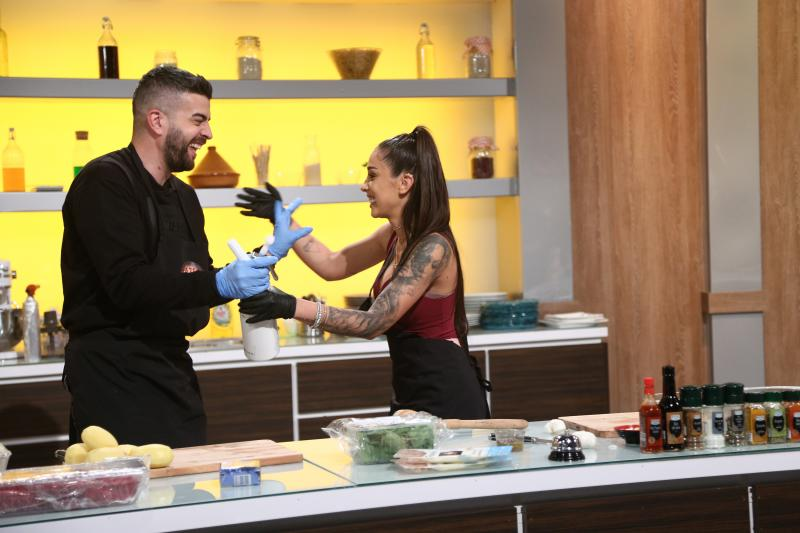 """Speak și Ștefania au făcut show delicios la """"Chefi la cuțite"""": """"Zi, ne dai cuțite din alea?!"""""""