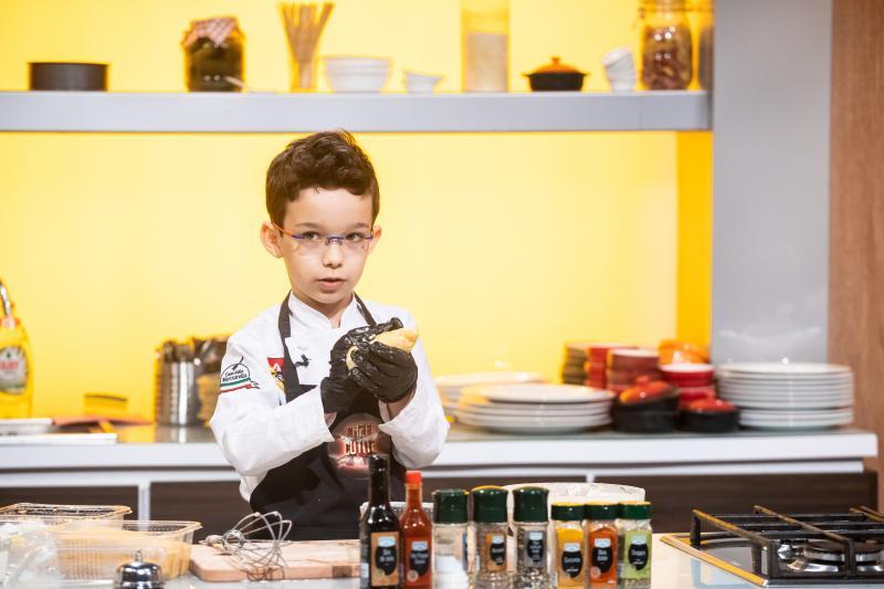 """Fiul Amaliei Bellantoni a venit la """"Chefi la cuțite"""" cu un super preparat sicilian! Ce a gătit puștiul"""