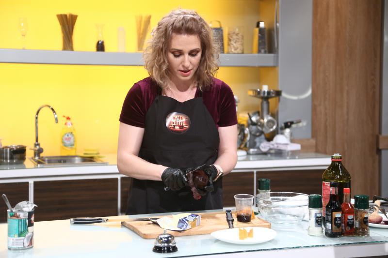 """Roxana Florescu, show la """"Chefi la cuțite""""! Ce ingrediente conține rețeta """"Pisi e obraznică"""""""