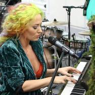 """LIVE: Delia cântă """"Verde Împărat"""" în premieră"""