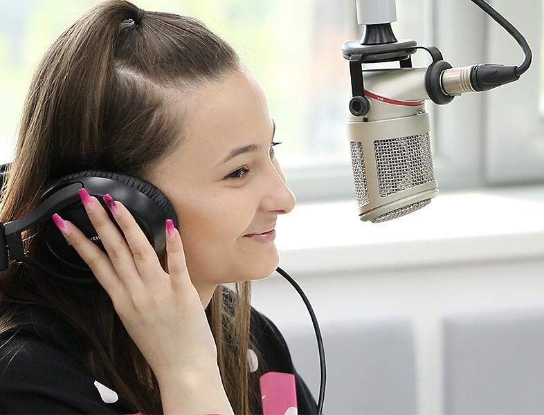 """A rupt netul cântând """"Despacito"""" în română. Așa sună coverul ei LIVE la ZU"""