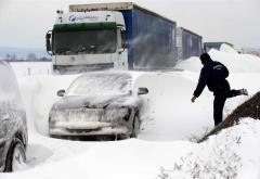 3 camioane înzăpezite în Prahova