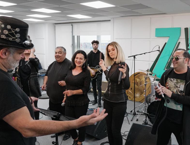 """LIVE: Damian & Brothers și Feli au cântat în premieră piesa """"Trandafire"""", la Morning ZU"""