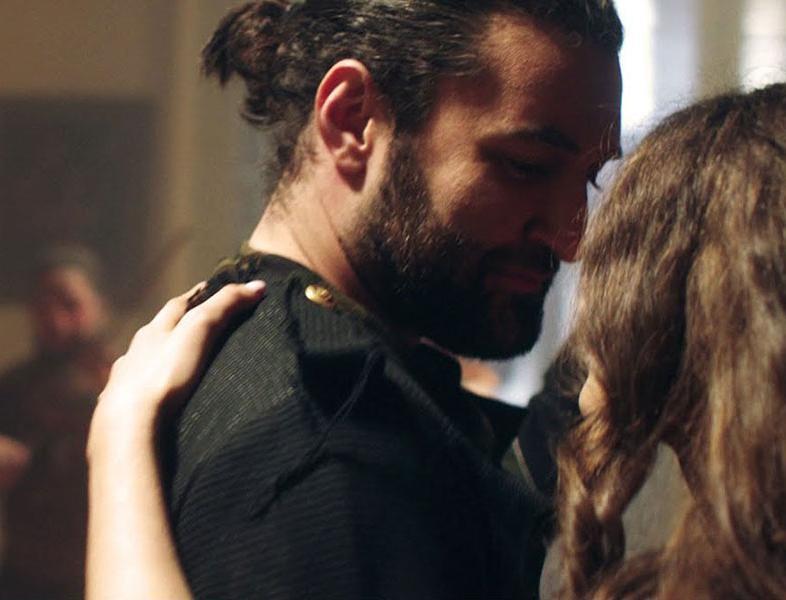 """VIDEO: Smiley dansează în pași de """"Vals"""" în cel mai recent videoclip"""