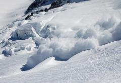 E risc însemnat de avalanşă în Munţii Făgăraş şi Bucegi
