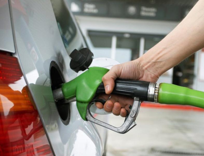 Se scumpesc carburanții
