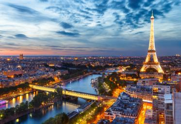 De ce te trimite #AdevarsauDezbracare la Paris?