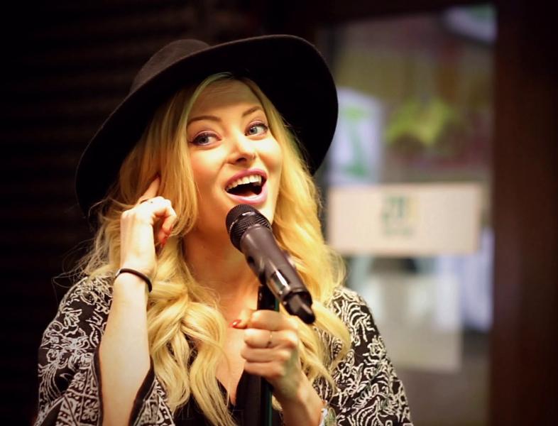 Video: Aceeași Delia alături de 6 artiști diferiți!