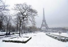 Zăpada a blocat Parisul