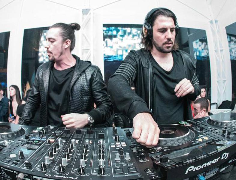 """Dimitri Vegas & Like Mike intră cu """"OPA"""" în Torpedoul lui Morar"""