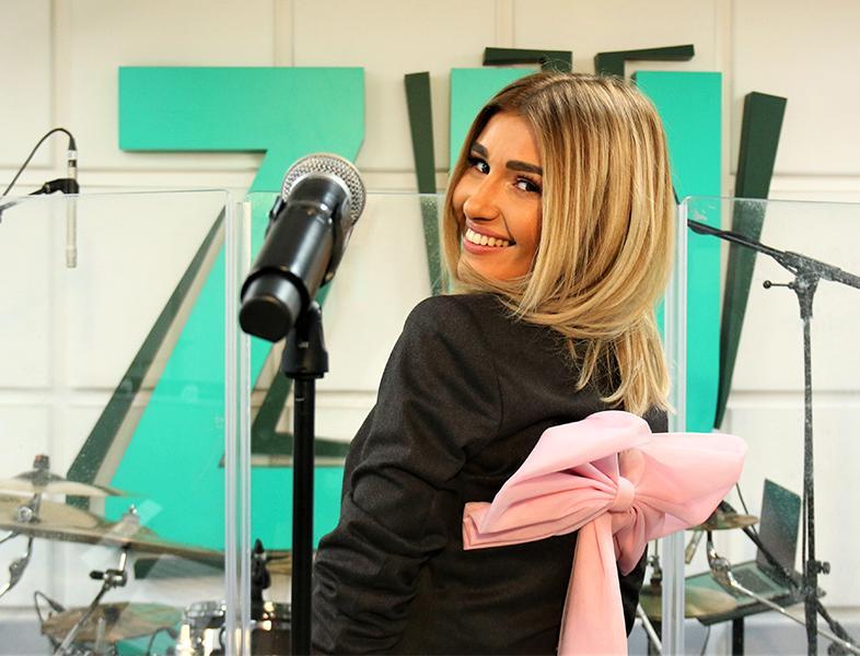 """Alina Eremia a cântat LIVE piesa """"Tatuaj"""", în PREMIERĂ, la ZU. Ascultă!"""