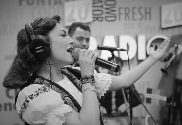 Throwback Thursday: Andra cântând muzică populară la Marea Unire ZU