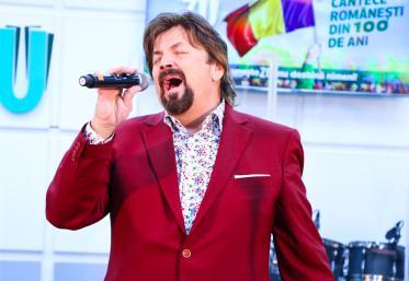 """Marea Unire ZU 2018: Adrian Daminescu cântă LIVE """"România"""""""