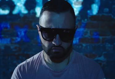 """Super Sako, autorul hitului """"Mi Gna"""", vine în România. Uite unde poți să îl vezi live!"""