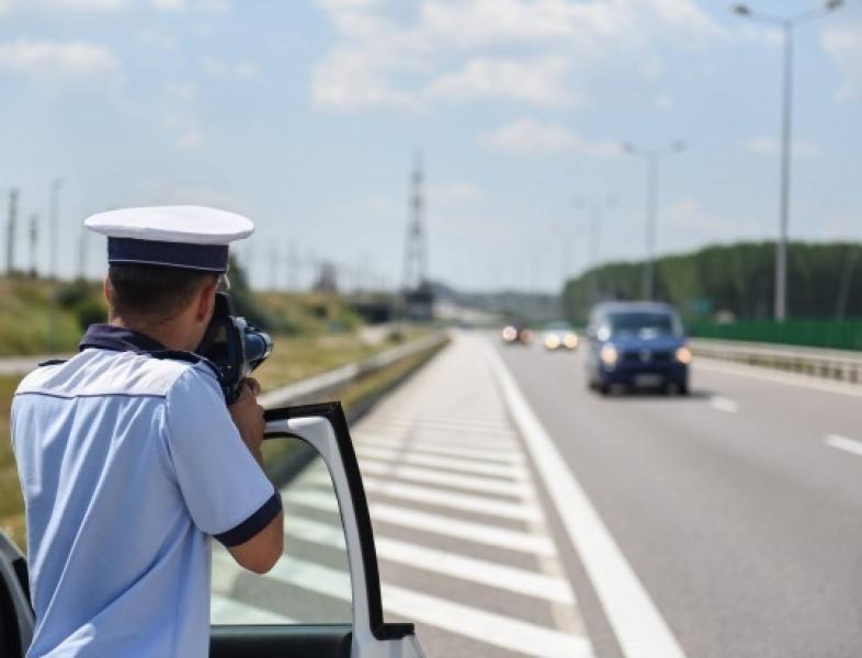 Radarele trebuie să fie vizibile iar polițiștii să poarte înscrisuri și semne disctintive