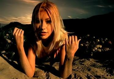 OMG! Primul mare hit al Christinei Aguilera a împlinit 20 de ani