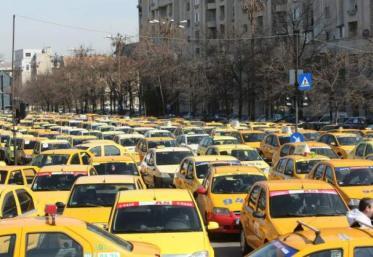 Protest cu sute de taximetre, în București
