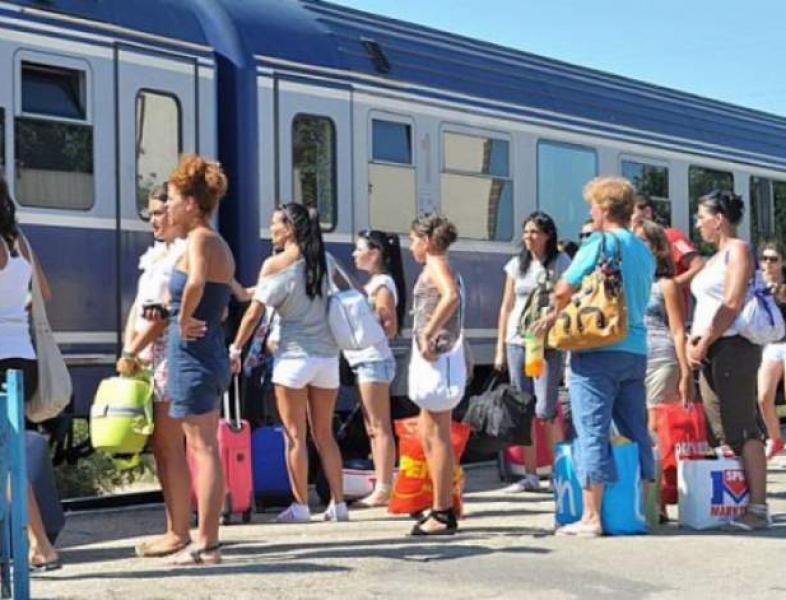 Trenurile sezoniere spre litoral – disponibile de sâmbătă