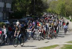 Bicicliștii – amendați dacă vorbesc la telefon