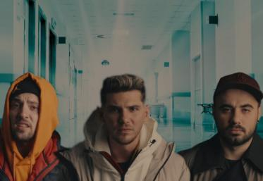 Noaptea Târziu  - Copt de răcit (Cover amuzant Maroon 5 - Memories)