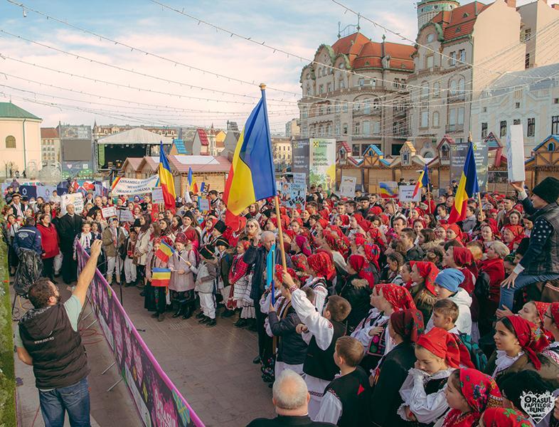 """#OFB2019:  """"Deșteaptă-te române"""" cântat de cel mai mare grup de colindători"""