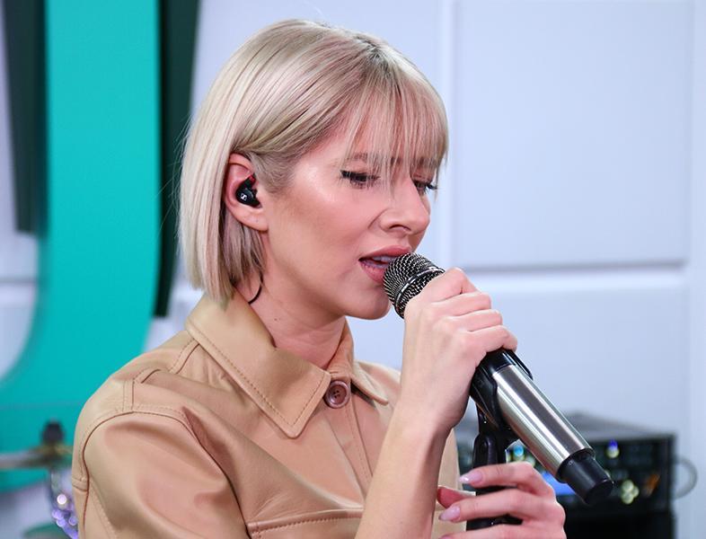 """LIVE în Morning ZU: Lidia Buble cântă """"Lacătul și femeia"""""""