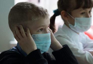 Aproape 5.500 de elevi stau acasă din cauza gripei