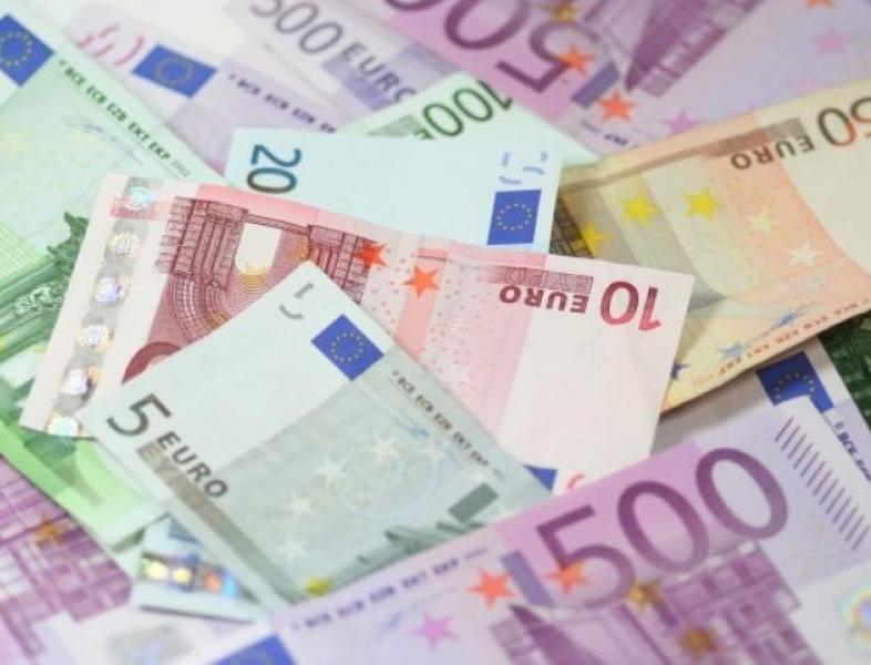 Încă un maxim istoric pentru euro