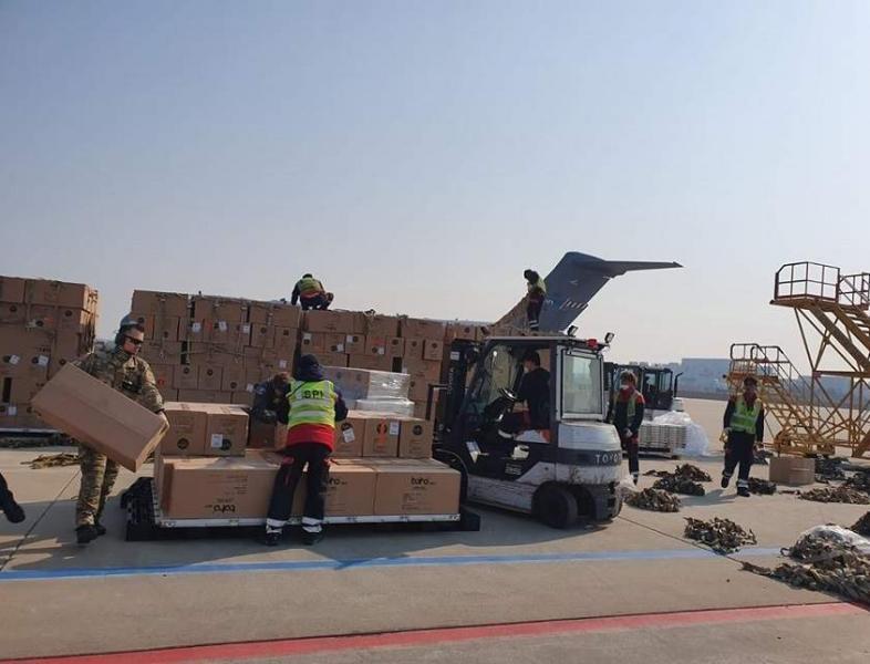 45 de tone de echipament medical au ajuns in aceasta dimineata pe aeroportul Otopen