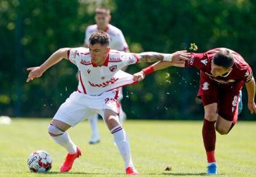 Dinamo și Rapid s-au duelat azi, la Săftica, într-un meci de pregătire