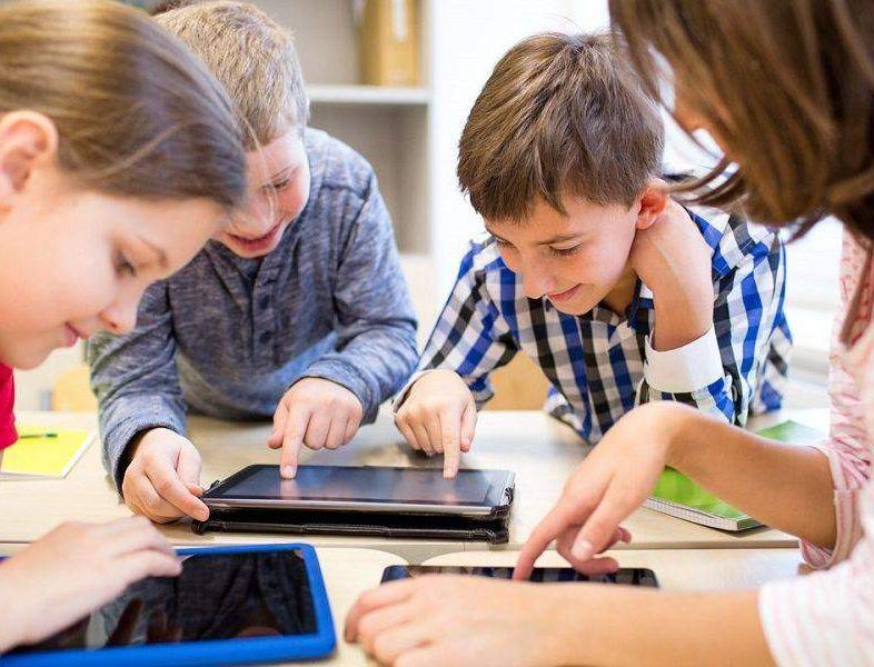 Tabletele cumpărate de Guvern pentru elevi vor avea preinstalat un sistem de monitorizare a activității