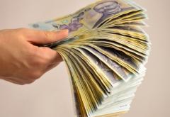 Elevii cu 10 la examenele naționale, vor primi bani de la Guvern