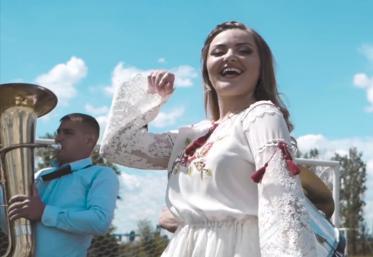 "Hitul care trezește România: Diana Stoica - ""Butonaș"""