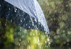 Cod galben de ploi și vânt în vestul țării, până marți dimineață, la 6