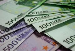 Euro atinge un nou maxim istoric