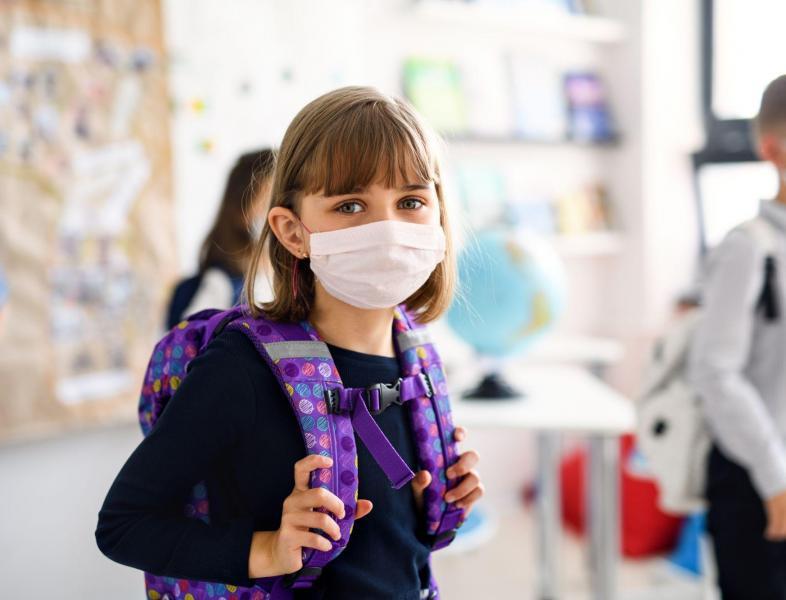 Este oficial! Masca de protecție redevine obligatorie în apropierea școlilor din Capitală