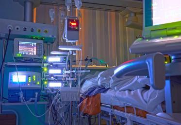 O nouă zi cu peste 1.700 de pacienți internați la terapie intensivă. Dintre aceștia, aproape 40 sunt copii
