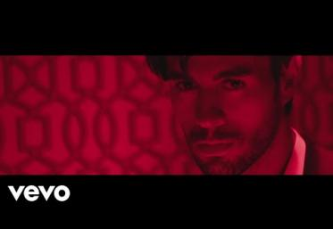 Enrique Iglesias - EL BAÑO ft. Bad Bunny | VIDEOCLIP