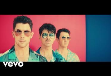 Jonas Brothers - Cool | videoclip