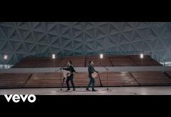 Kurt, Luis Fonsi - 16 | videoclip