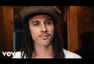 JP Cooper, Astrid S - Sing It With Me | videoclip